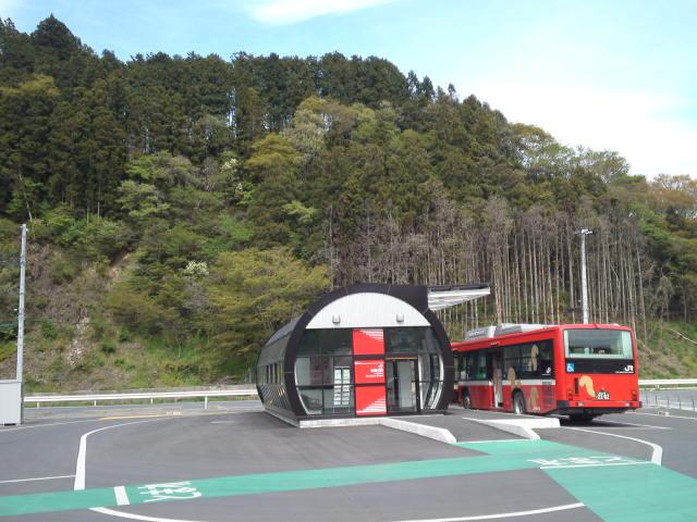 仮設にしては志津川駅が立派な造りだけど、確かに鉄道を復旧させるにしても長期的な計画が必要になりそうだ
