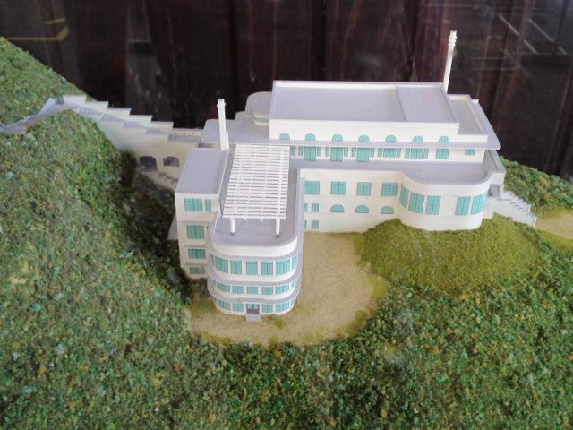摩耶観光ホテルの営業中の模型や写真が旧双葉小学校でたくさん展示されてる