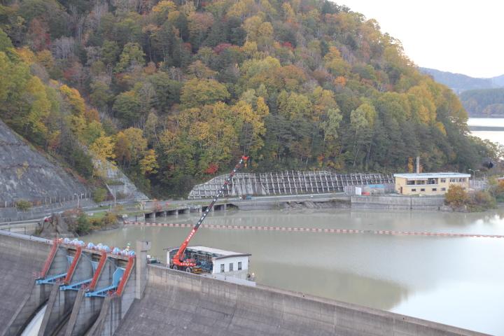 解体中のシューパロダムとダム管理所 ※特別な許可を得ています