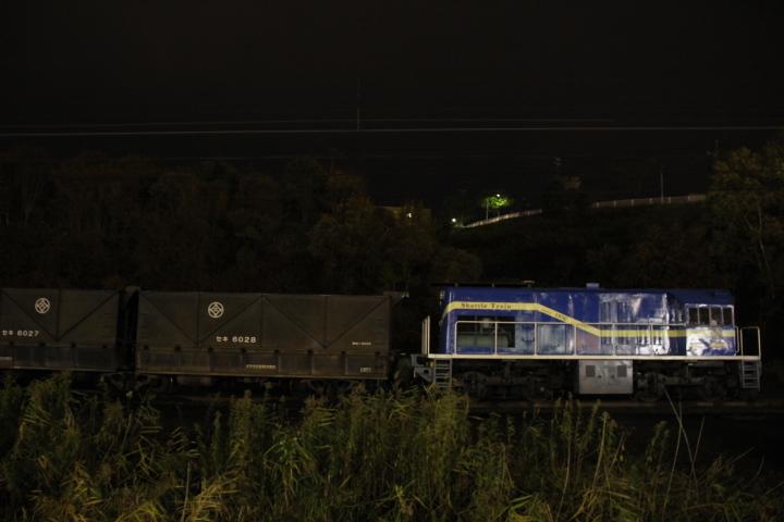 アメリカンな電気式ヂーゼル機関車と遠隔式連結解放装置付き連接台車の石炭車なう