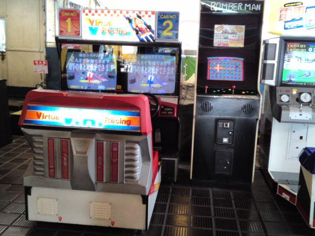 まもなく閉鎖される阪神百貨店の屋上遊園地には懐かしいゲーム機がたくさん残っていました