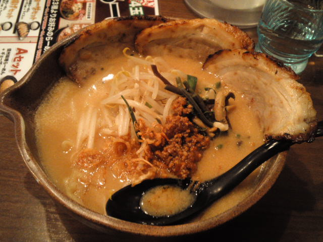 今日のラーメニング 京都の伏見桃山の田所商店にて炙りチャーシューラーメンの信州味噌味