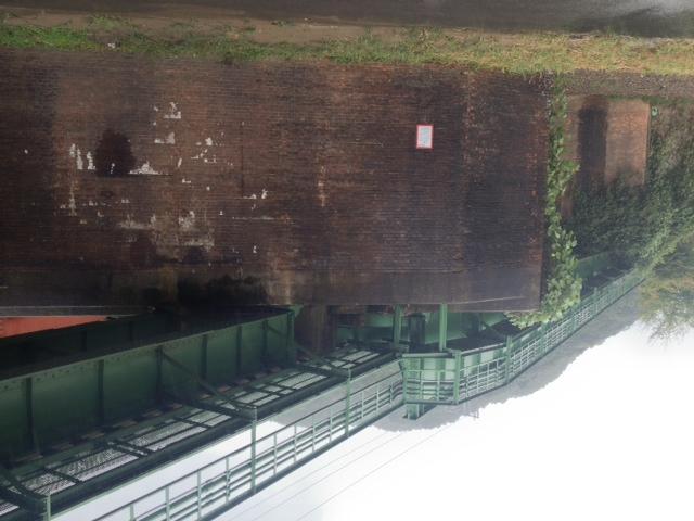 山陰本線旧線(現役)、見事なレンガ造り