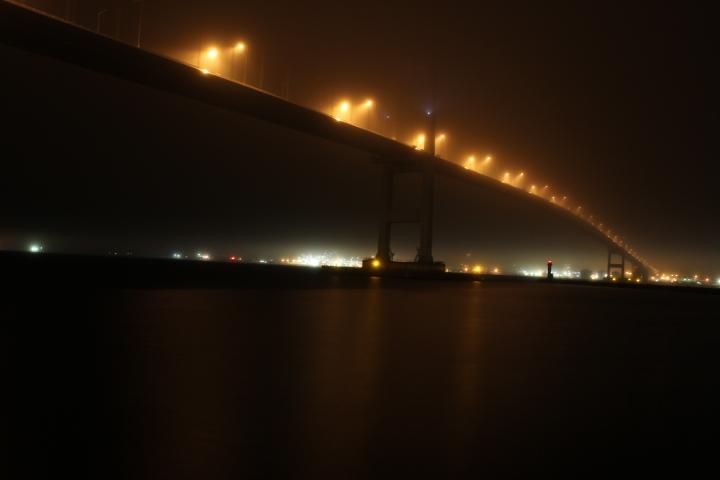 霧の室蘭夜景