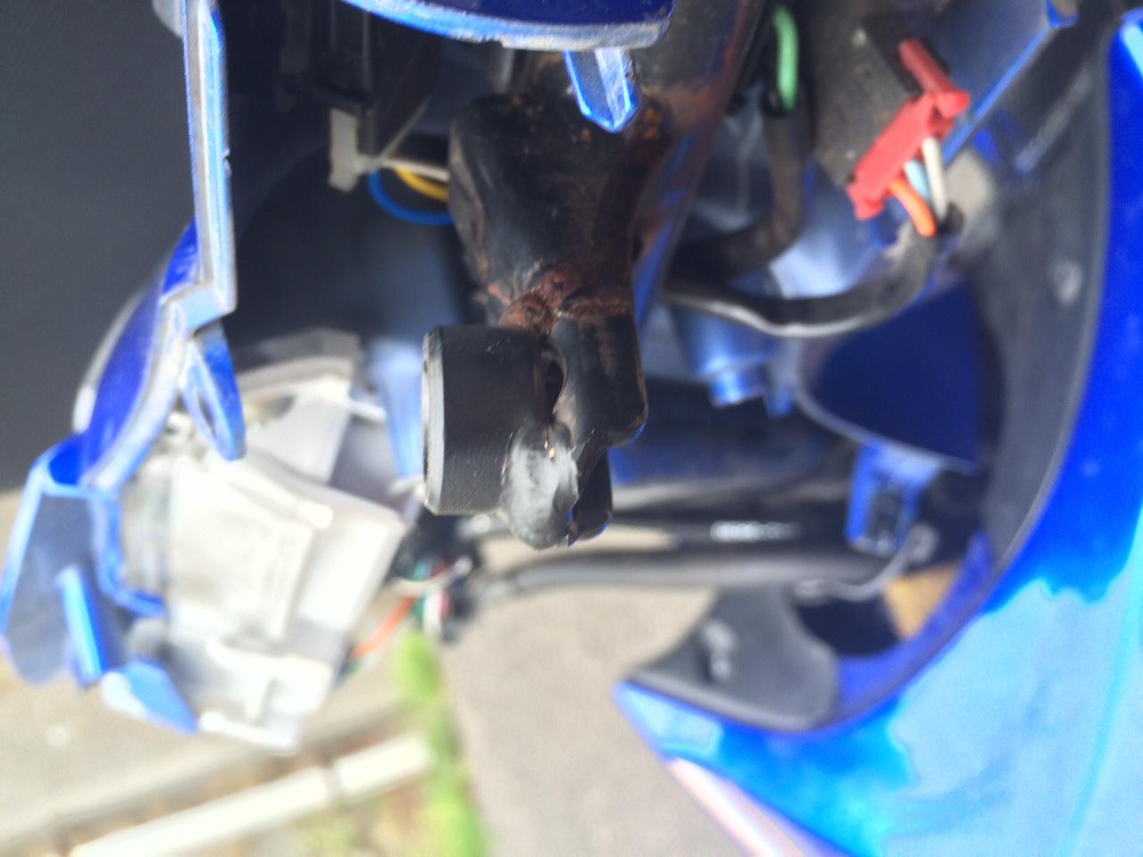 バイク@Wave125のミラー台座が折れました