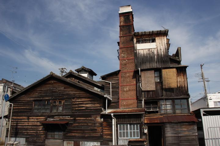 建築@ハウルの動く城みたいな高砂の銭湯「梅ヶ枝湯」、木造でレンガ造な上にコンクリートも昭和初期っぽい