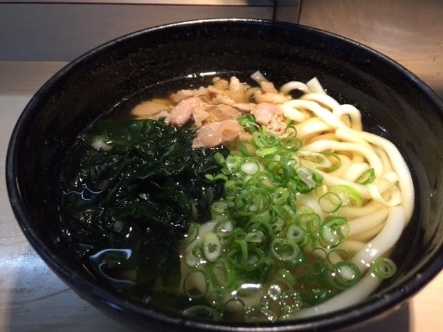 グルメ@小倉駅の名物「かしわうどん」 、関西のきつねうどんとも違った独特の甘い味付けがたまりませんな