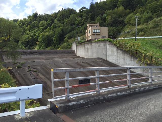 変わった名前の橋梁だな、もしかしてダムの覆工から名前をつけたのかな?