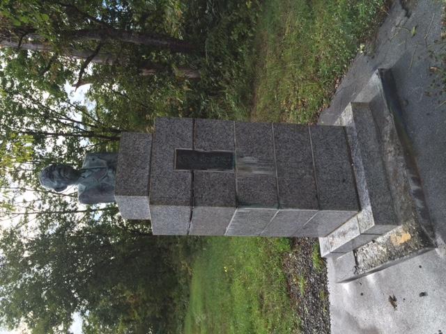 道北の未成線の創造主の像