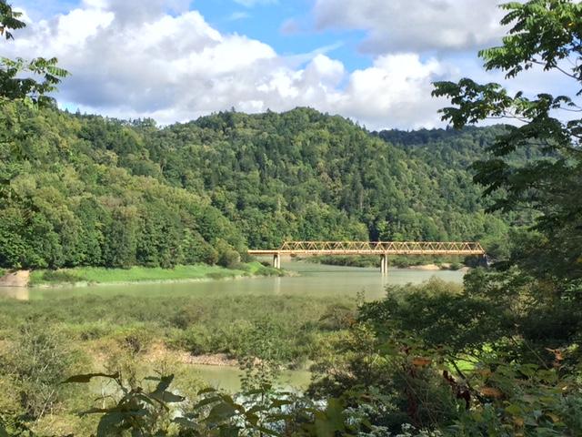 桂沢湖の上流にある林道のトラス橋、妙にカッコよくて気になるけど行った試しがない