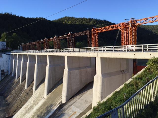 清水沢ダムの天端にあった昭和初期の手すりが付け替えで姿を消したと知って衝撃だったが、ダム自体も大規模に手入れしてるので、これは仕方なかったんだろうなぁ