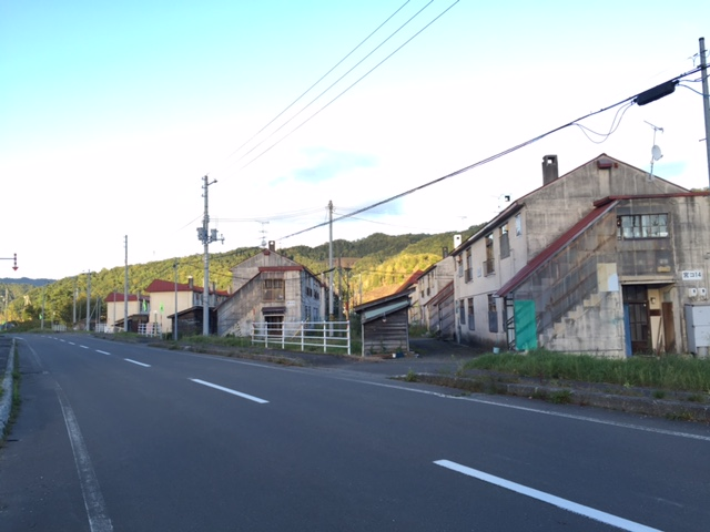 夕張のまもなく姿を消すレトロな炭鉱住宅街に「清水沢コミュニティゲート」があるので今度こそ行ってみたい(15時半までだった)