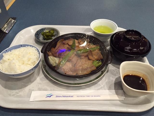 グルメ@新日本フェリー「すずらん」の夕食、ホエー豚のジンギスカン風定食(900円)