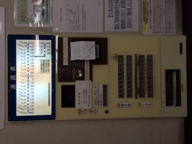 懐かしいタイプの自動券売機(子供のキップはフタを開ける辺りが特に)