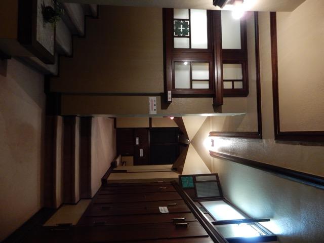 #ヨドコウ迎賓館 ライトの設計思想としえ、自然との一体化のために屋根を低く抑えられている