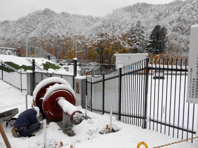 #全炭博研 初日1件目、紅葉と初雪の中で滝の上発電所(大正13年)