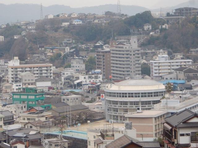 建築@呉市にある大型の円形校舎