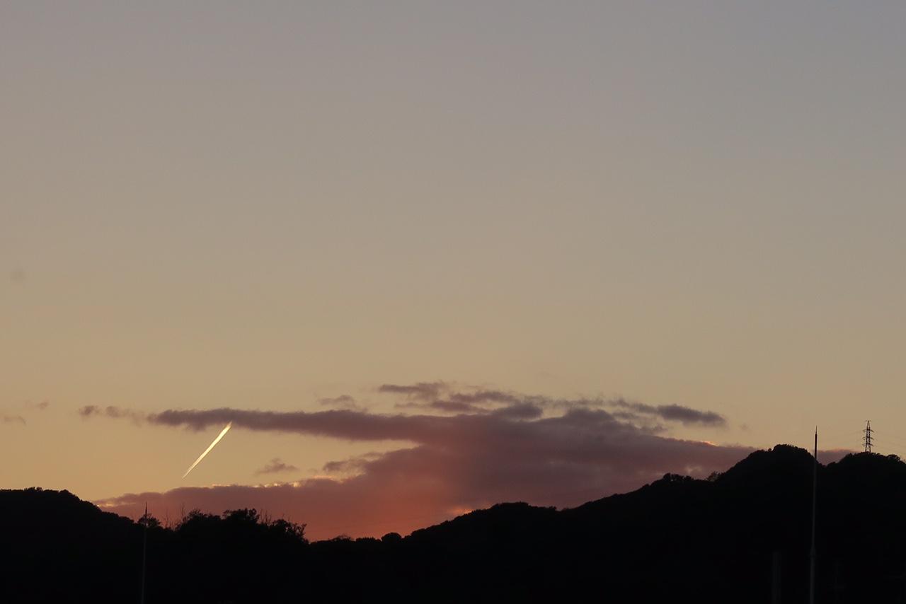 風景@夕暮れを飛ぶ火の鳥